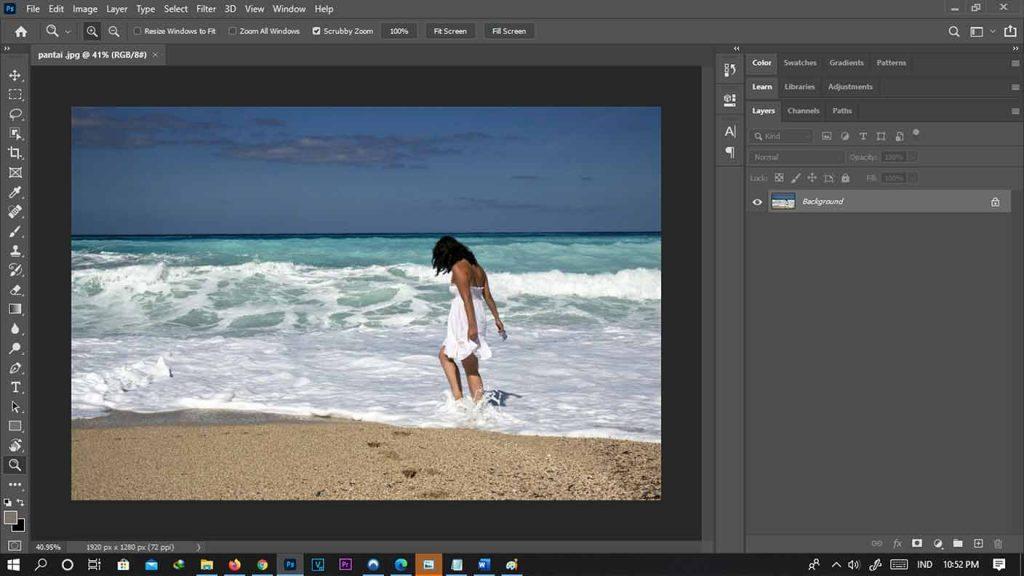 contoh model untuk cara menghapus objek di photoshop